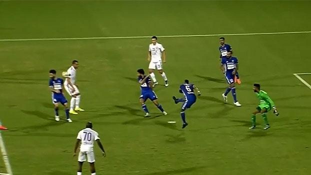 Al-Ain vence no Emirados Árabes com gol contra grotesco