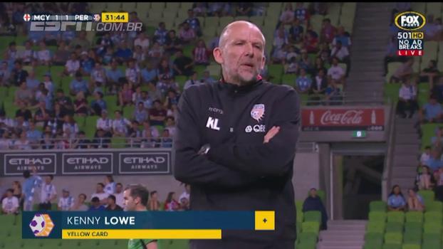 Na Austrália, técnico leva o primeiro cartão amarelo dado a um treinador na história