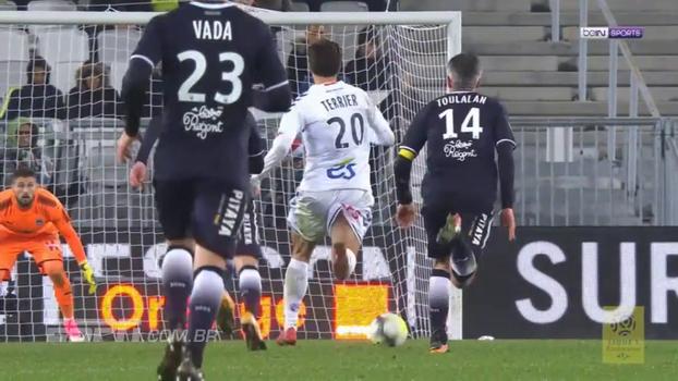 Sem Malcom, Bordeaux é atropelado em casa pelo Strasbourg e cai para o 12º lugar