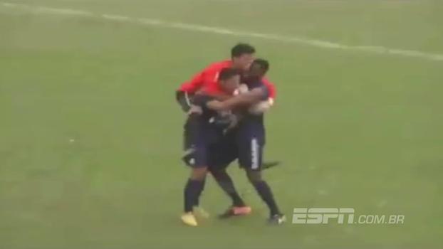 Na segunda divisão paulista, zagueiro faz gol de falta do campo de defesa; assista