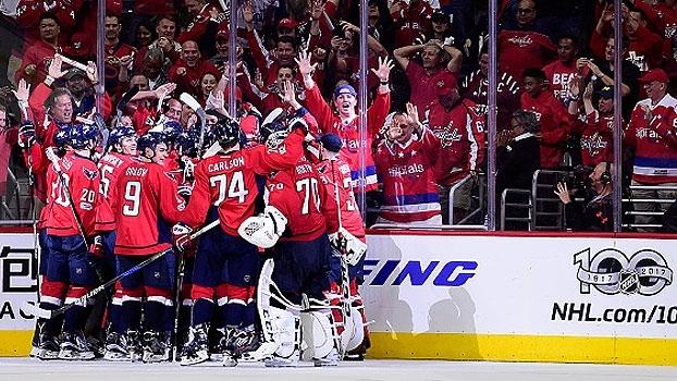 Capitals viram na prorrogação e largam na frente na série contra os Maple Leafs