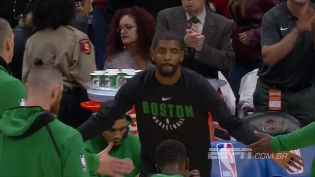 Agora nos Celtics, Kyrie Irving é vaiado pela torcida dos Cavs ao ser anunciado