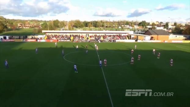 Um toque, um gol: menina do Reading abre o placar com três segundos de jogo