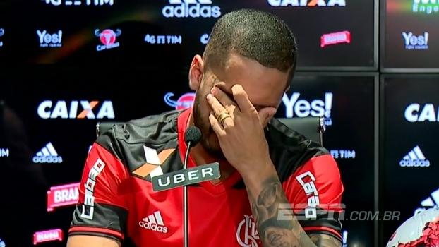 Terceiro reforço de 2017, Rômulo é apresentado no Flamengo e se emociona ao relembrar do pai