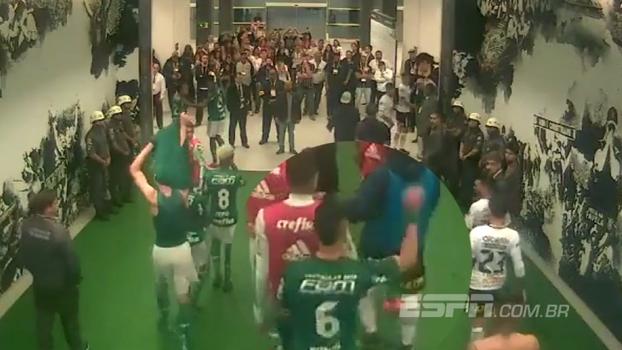 Imagens mostram que Egídio atirou objeto em Clayson e começou desentendimento no túnel em Corinthians x Palmeiras