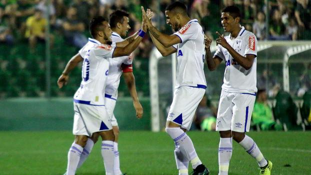Assista aos gols da vitória do Cruzeiro sobre a Chapecoense por 2 a 1!