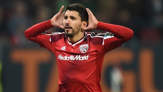 Augsburg esboça reação, mas perde em casa para o Ingolstadt em duelo de desesperados