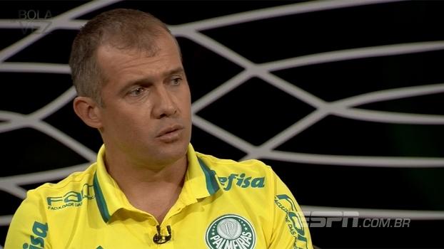 Eduardo Baptista diz que, por contrato, teve que escalar Ronaldinho no Flu: 'Não consegui barrar'