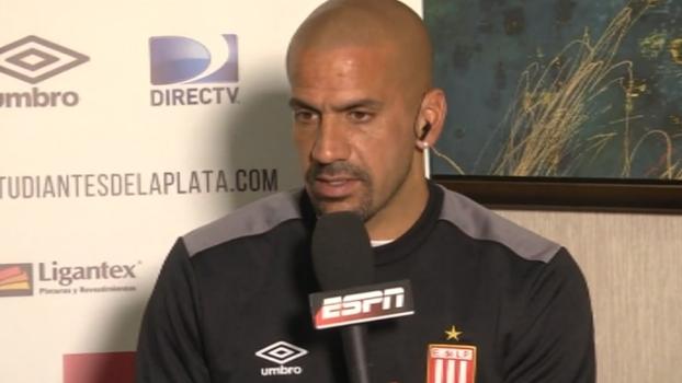Verón diz que pode estrear contra o Bahia e reconhece exposição de voltar a jogar