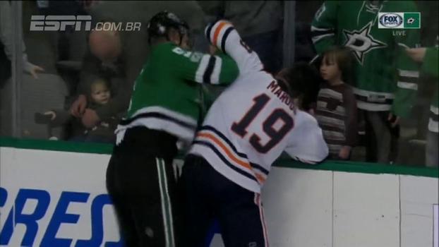 Na NHL, jogador do Dallas Stars aplica sequência de 9 socos e vence briga; assista