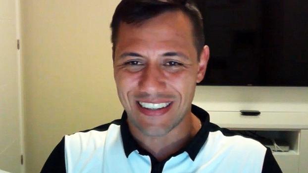 Diego Alves agradece reconhecimento de brasileiros e afirma: 'Eu não sou só pegador de pênaltis!'