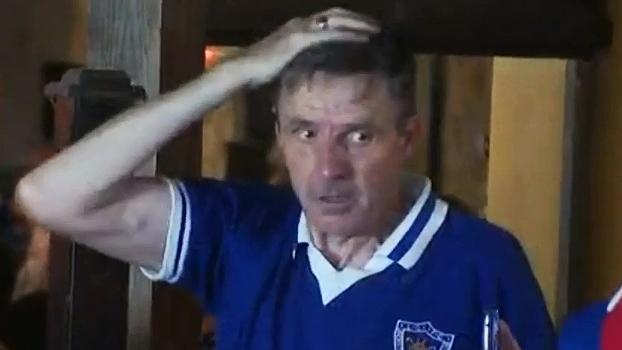 Torcedor do Leicester fica sem reação após título e mal consegue comemorar