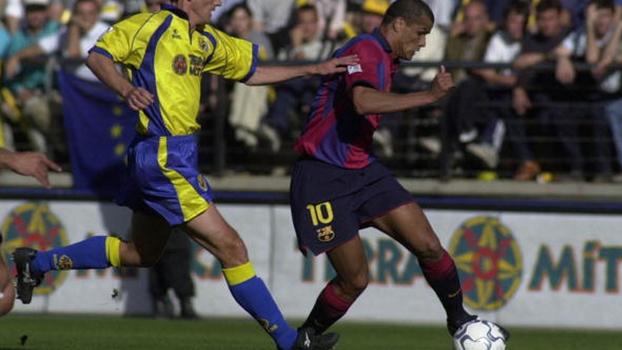 Com golaço de voleio de Rivaldo e 'hat-trick' de Kluivert, Barcelona empatou por 4 a 4 com o Villarreal em 2001