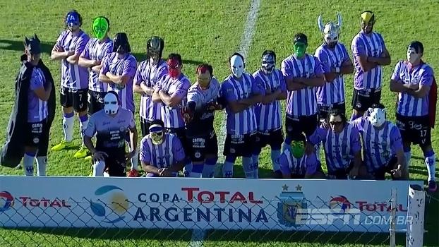 Time da 4ª divisão entra em campo com máscaras e elimina equipe da elite na  Copa 2cb23e3724948
