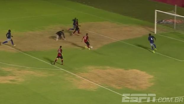 Assim não! Cleiton Xavier perde gol incrível em amistoso do Vitória contra o Atlântico-BA