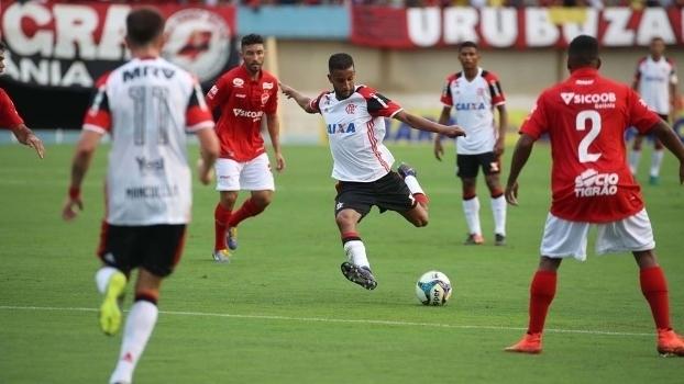 Flamengo perde do Vila Nova no Serra Dourada na estreia da temporada 2017