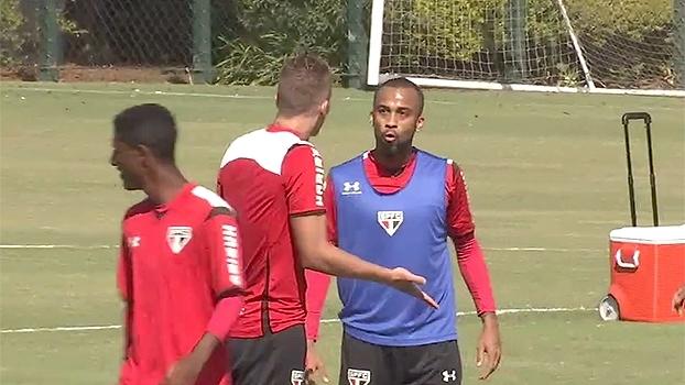 Lyanco se desentende com Calleri e Wesley em treino do São Paulo