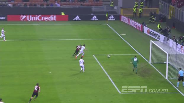 Tempo real: Zagueiro do Milan faz lambança, perde bola dentro da área e Donnarumma quase faz contra
