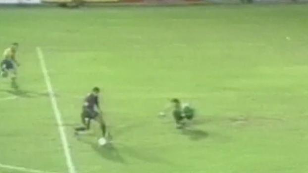 Rivaldo pedalou, deixou goleiro no chão e deu vitória ao Barcelona sobre o Las Palmas em 2000