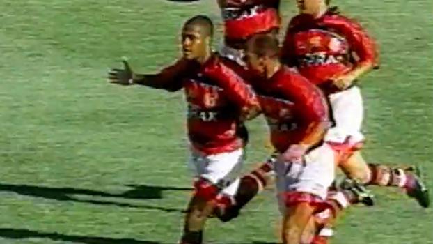 Com gol de falta de Marcos Assunção e vacilo de Gamarra, Flamengo goleou o Corinthians em 1998
