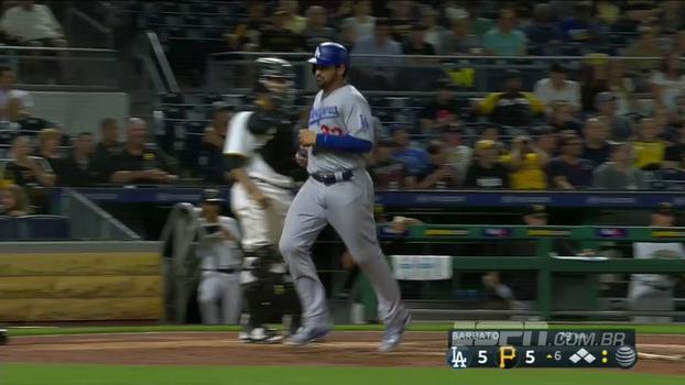 Em partida equilibrada, Grandal decide na 7ª entrada e Dodgers vencem os Pirates