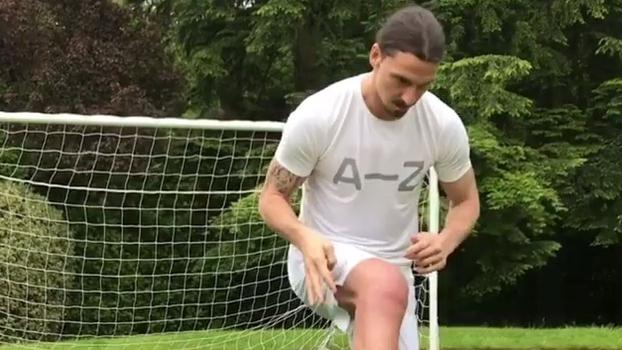 Um mês após lesão, Ibra volta a treinar com bola e posta nas redes sociais; VEJA