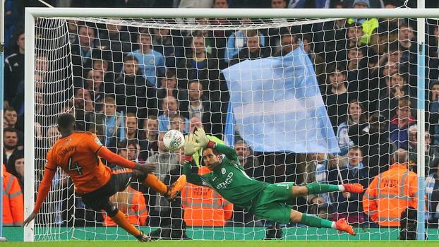 Veja os melhores momentos da vitória nos pênaltis do Manchester City sobre o Wolverhampton na Copa da Liga Inglesa