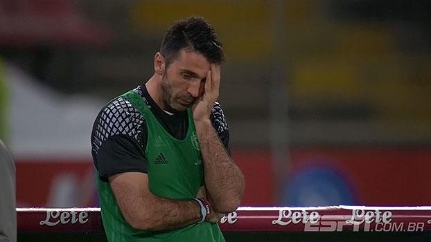 QUE LAMBANÇA! A Juventus até se classificou, mas as trapalhadas de Neto deixaram Buffon decepcionado