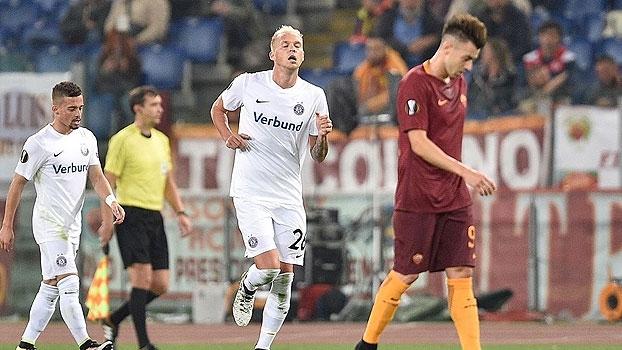 Totti tem noite de garçom, mas Roma tropeça e deixa vitória escapar diante do Áustria Viena