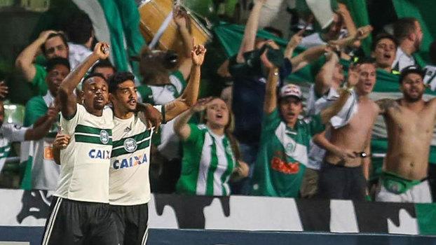 Brasileiro: Gol de Coritiba 1 x 0 Flamengo