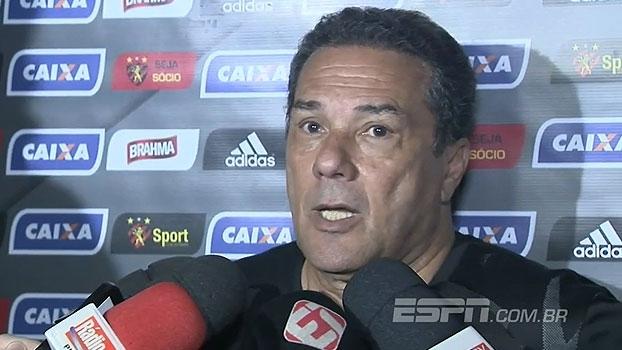 Luxemburgo coloca classificação para Libertadores como título e responde repórter com brincadeira