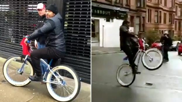 Ex-astro dos Seahawks faz manobra de bicicleta na Escócia e tem até que desviar de ônibus em movimento