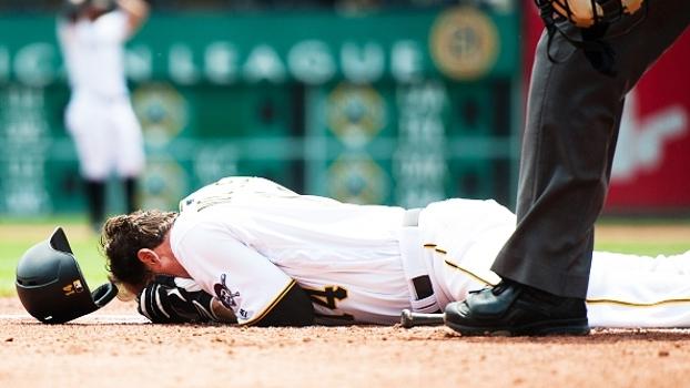 Na MLB, jogador leva bolada a 145km/h na cabeça e vai parar no hospital