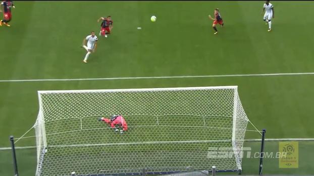 Jogando contra o Olympique, goleiro do Caen faz defesaça seguida por milagre; veja