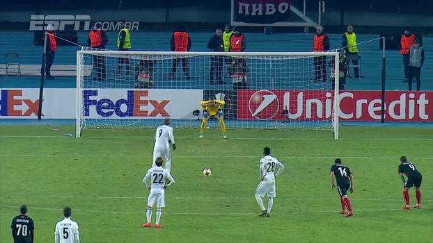 Bendtner marca de pênalti, Rosenborg fica no empate com Vardar Skopje em jogo de eliminados