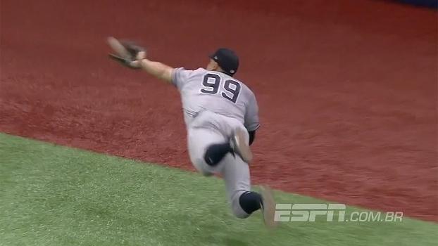 Mergulho para agarrar a bola e jogador pulando o colega para conseguir eliminação; veja