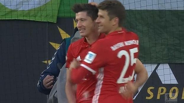 Tempo real: GOL do Bayern! Lewandowski recebe ótimo lançamento, acerta a trave, e Muller faz no rebote