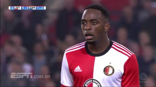 Jogador do Feyenoord dá drible desconcertante em adversário