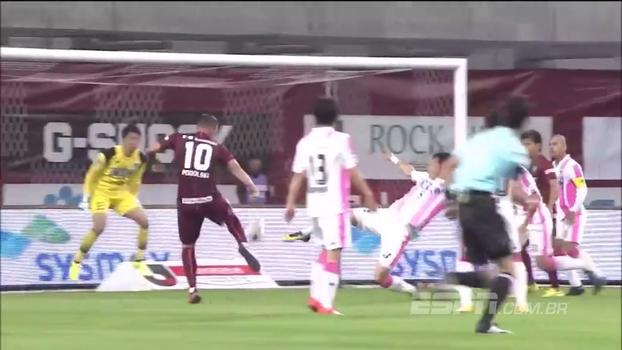 Podolski, atuando no Japão, finaliza bela jogada com voleio e marca golaço; veja