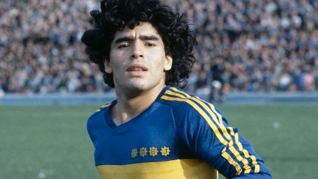 Chute surpreendente de Maradona, falta perfeita de Riquelme e mais; veja gols históricos do Boca contra o River