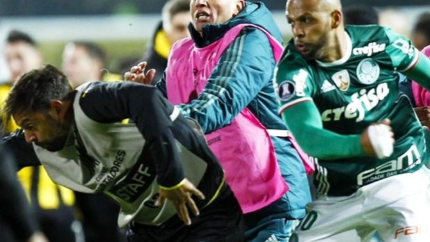 Conmebol suspende Felipe Melo e três jogadores do Peñarol