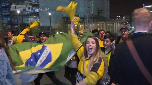 Torcida brasileira faz festa única no jogo da seleção na Inglaterra