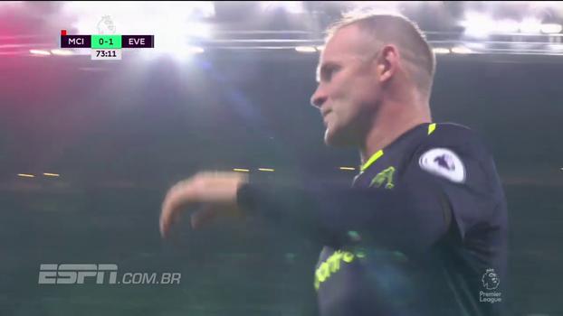 Tempo real: Ederson sai da área para cortar lançamento, e Rooney erra tentativa de cobertura