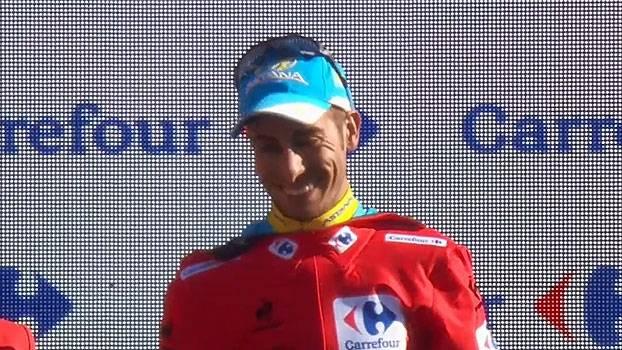 Com ajuda da equipe, Fabio Aru se distancia de Dumoulin e fatura a Volta da Espanha