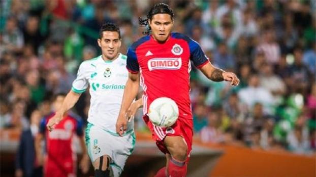Na última rodada do primeiro turno do Mexicano, Chivas bate Santos com pênalti polêmico