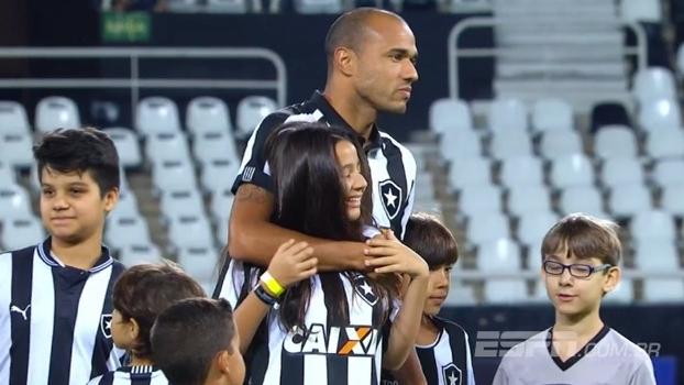 Filha cega de Roger emociona em dia de derrota do Botafogo; Bibiana Bolson conta como foi