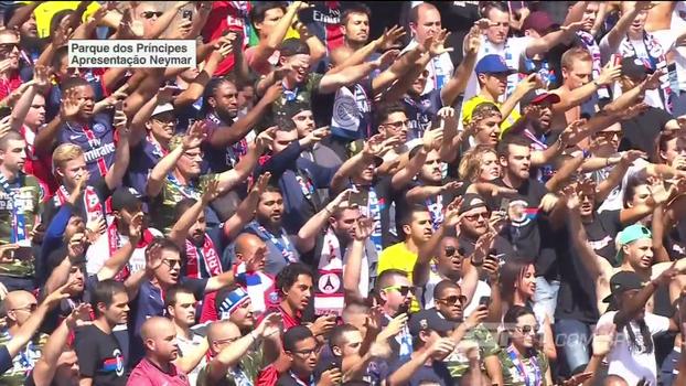 Torcida canta o nome de Neymar sem parar enquanto brasileiro dá volta olímpica no Parque dos Príncipes