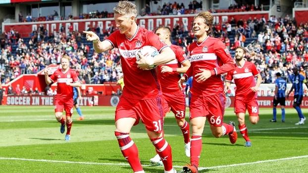 Nos EUA, Schweinsteiger faz gol logo na estreia pelo Chicago Fire