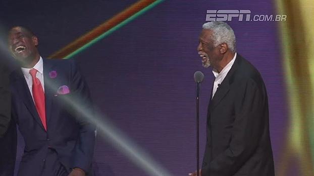 Lenda da NBA recebe homenagem e brinca com integrantes do Hall da Fama: 'Eu chutaria seus traseiros'