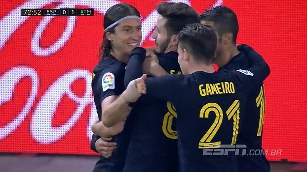 GOL do Atlético de Madri! Griezmann aproveita bola espirrada e abre o placar